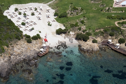 szardinia_hotel_5_csillagos_eszaki_part_colonna_resort_porto_cervo_strand