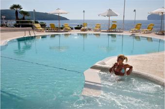 szardinia_hotel_5_csillagos_eszaki_part_hotel_el_faro_alghero_medence3