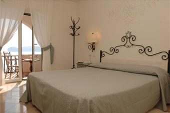 szardinia_hotel_5_csillagos_eszaki_part_hotel_el_faro_alghero_szoba