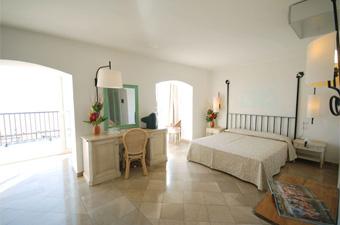 szardinia_hotel_5_csillagos_eszaki_part_hotel_el_faro_alghero_szoba2