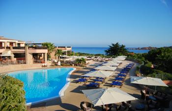 szardinia_hotel_5_csillagos_eszaki_part_marinedda_hotel_isola_rossa_uszomedence