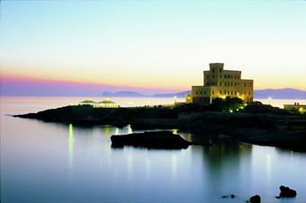 szardinia_hotel_5_csillagos_eszaki_part_villa_las_tronas_hotel_alghero_esti