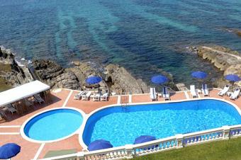 szardinia_hotel_5_csillagos_eszaki_part_villa_las_tronas_hotel_alghero_medence