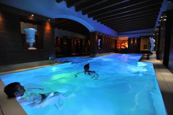 szardinia_hotel_5_csillagos_eszaki_part_villa_las_tronas_hotel_alghero_medence2