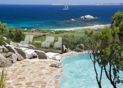 szardinia_5_csillagos_hotel_eszaki_part_resort_valle_dell_erica_thalasso_spa_santa_teresa_di_gallura_hotel_medence