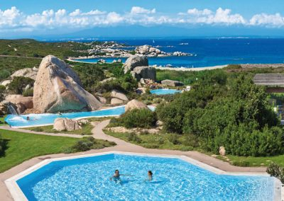 szardinia_5_csillagos_hotel_eszaki_part_resort_valle_dell_erica_thalasso_spa_santa_teresa_di_gallura_medencek