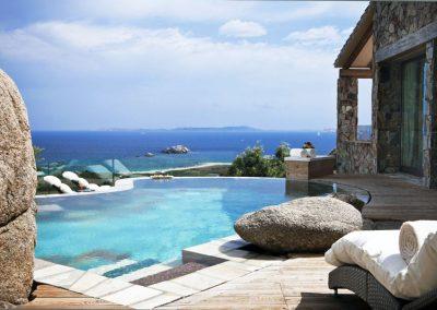 szardinia_5_csillagos_hotel_eszaki_part_resort_valle_dell_erica_thalasso_spa_santa_teresa_di_gallura_uszomedence