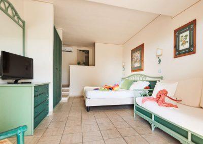 szardinia_hotel_deli_part_alpitour_tanka_village_monte_superior_szoba