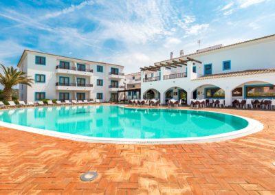 szardinia_hotel_la_funtana_esterni_are_piscina11.jpg