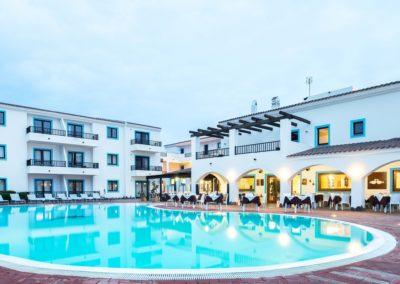 szardinia_hotel_la_funtana_esterni_are_piscina2.jpg
