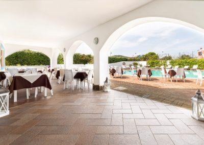 szardinia_hotel_la_funtana_esterni_area_portico.jpg
