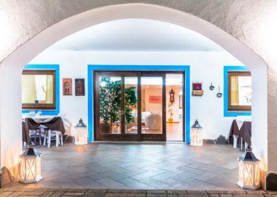 szardinia_hotel_la_funtana_esterni_area_portico4.jpg