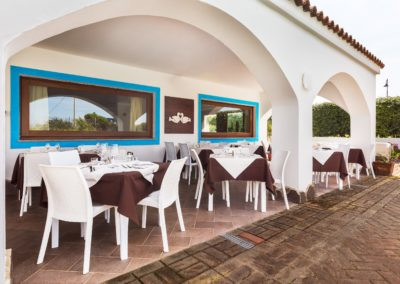 szardinia_hotel_la_funtana_esterni_area_portico9.jpg