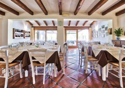 szardinia_hotel_la_funtana_ristorante_sala_interna_taverna3