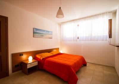 szardinia_apartman_deli_part_villasimius_apartmanhaz_haloszoba_2