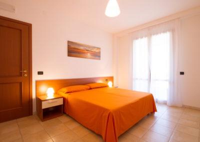 szardinia_apartman_deli_part_villasimius_apartmanhaz_haloszoba_4