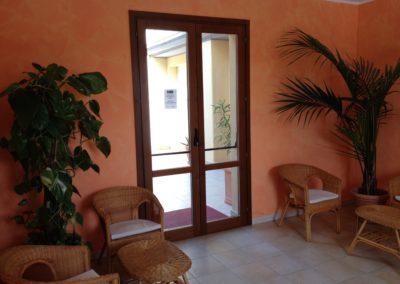 szardinia_apartman_deli_part_villasimius_apartmanhaz_recepcio