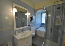 szardinia_hotel_deli_part_villasimius_hotel_su_giganti_furdoszoba