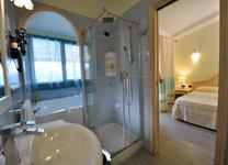 szardinia_hotel_deli_part_villasimius_hotel_su_giganti_furdoszoba_2