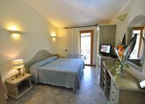 szardinia_hotel_deli_part_villasimius_hotel_su_giganti_haloszoba